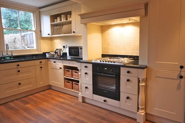 Traditional Kitchen by LWK Kitchens London