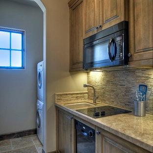 Выдающиеся фото от архитекторов и дизайнеров интерьера: маленькая параллельная кухня-гостиная в классическом стиле с врезной раковиной, фасадами цвета дерева среднего тона, бежевым фартуком и черной техникой