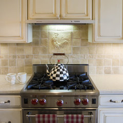 traditional kitchen by Design Associates - Lynette Zambon, Carol Merica