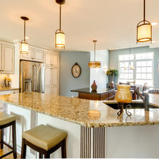 Traditional Kitchen by Dream Kitchens