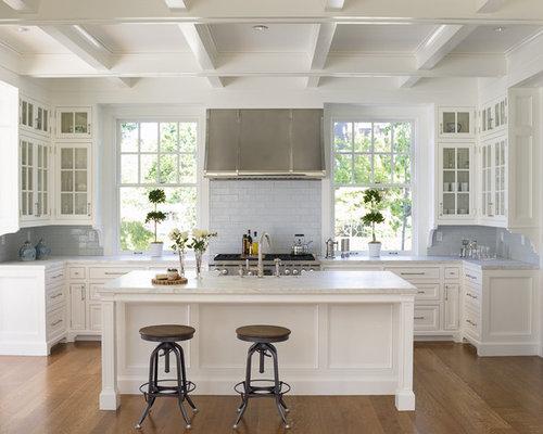 Petite cuisine avec un placard porte vitr e photos et - Carreau porte vitree ...
