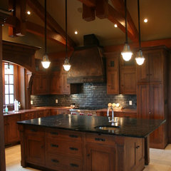 traditional kitchen by Emilia Alix Samudio