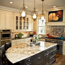 Traditional Kitchen by Evolutia
