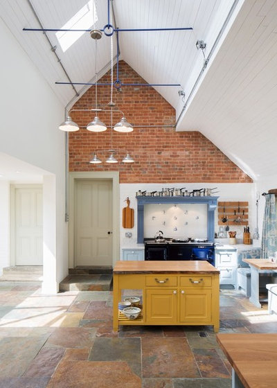 Traditional Kitchen by Holland and Green Architectural Design