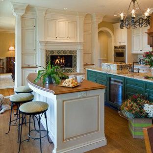 Klassische Küche mit Granit-Arbeitsplatte, profilierten Schrankfronten, grünen Schränken und grüner Arbeitsplatte in Baltimore