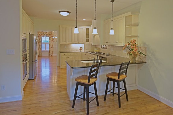 Traditional Kitchen by rod nasbe