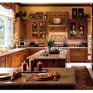 Example of a classic kitchen design in Los Angeles