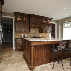 traditional kitchen by Shelley Pelc