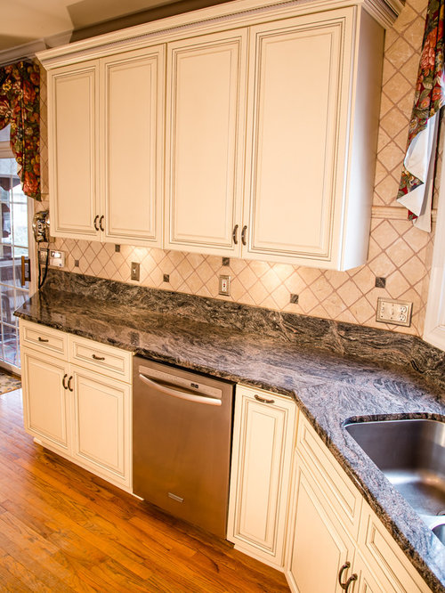 Traditional Kitchen in Glazed White on Maple with Granite Countertops in VA