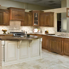 traditional kitchen by Phillips Floor to Ceiling