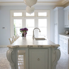 Traditional Kitchen by Janet Gridley
