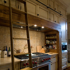 Traditional Kitchen by Dungan Nequette Architects
