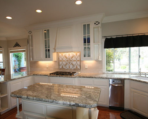 Large Elegant U Shaped Eat In Kitchen Photo In San Francisco With An  Undermount Part 28