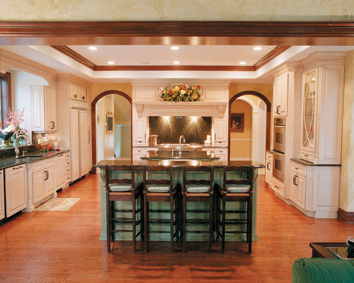 Wood trim white cabinets houzz for White kitchen cabinets with oak trim