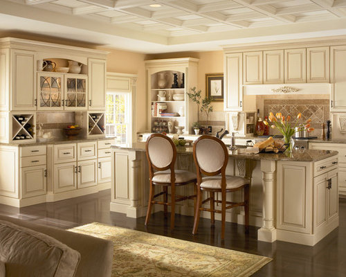 example of a classic kitchen design in columbus american classic kitchen cabinets   houzz  rh   houzz com