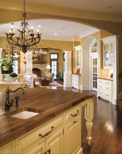 Traditional Kitchen by Lobkovich Kitchen Designs, Inc.
