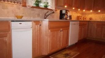 Traditional Kitchen: Maple Raised Panel
