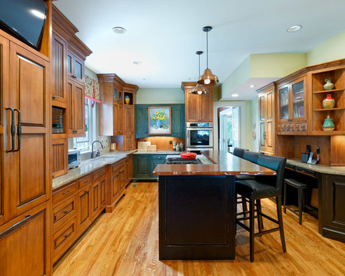 Elegant Medium Tone Wood Floor Kitchen Photo In Cincinnati With An Island,  An Undermount Sink