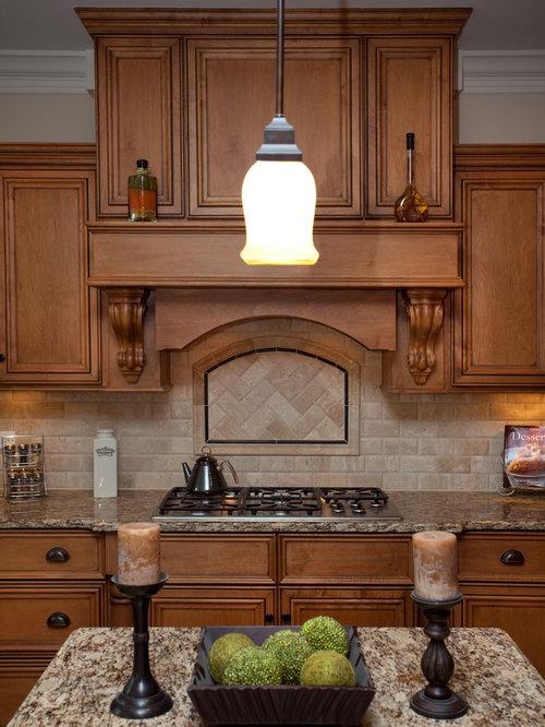 cuisine avec une cr dence beige et une cr dence en travertin photos et id es d co de cuisines. Black Bedroom Furniture Sets. Home Design Ideas