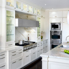 Traditional Kitchen by Paris Kitchens