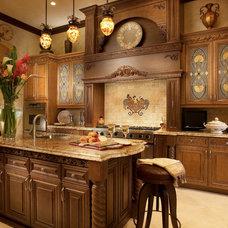 Traditional Kitchen by Perla Lichi Design