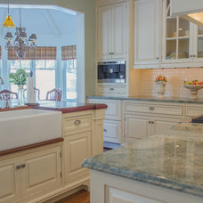 Traditional Kitchen by RCCM, INC.