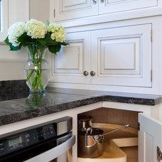 Traditional Kitchen by Distinctive Design / Build / Remodel, LLC.