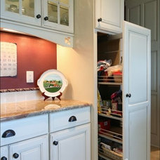 Traditional Kitchen by Pacific Northwest Cabinetry