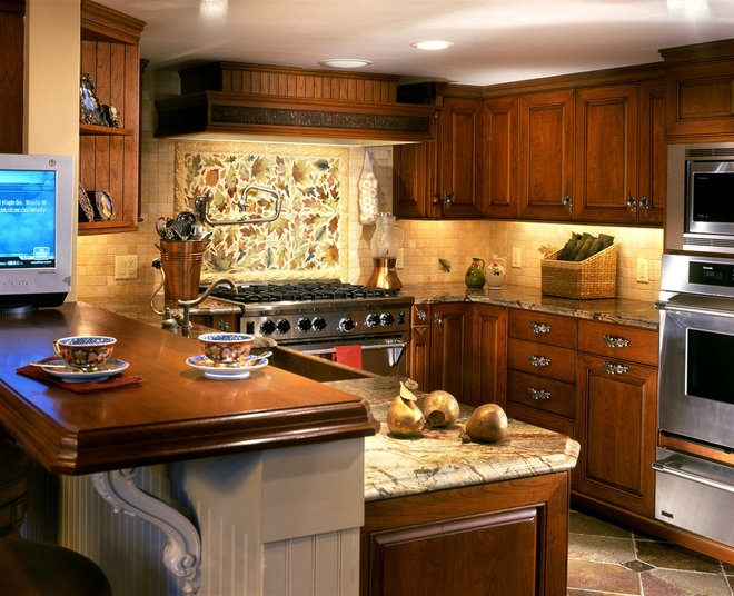 Traditional Kitchen by Kitchen Expressions