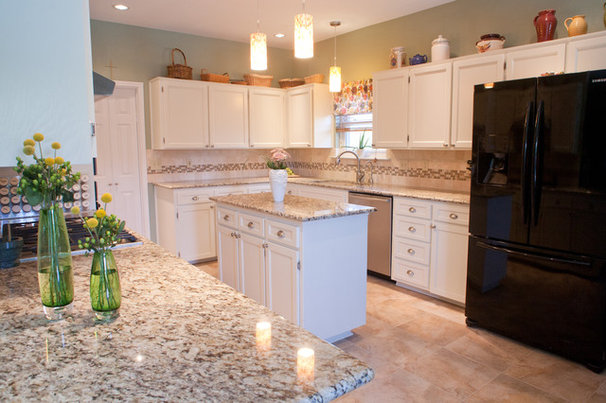 Traditional Kitchen by Snappy Kitchens