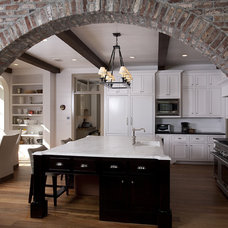 Traditional Kitchen by Thomas Thaddeus Truett Architect