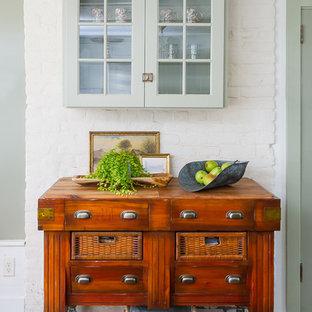 ボルチモアのトラディショナルスタイルのおしゃれなキッチン (ガラス扉のキャビネット、緑のキャビネット、木材カウンター、レンガの床、赤い床) の写真