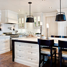 Traditional Kitchen by Elizabeth Metcalfe Interiors & Design Inc.