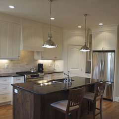 traditional kitchen by Veranda Estate Homes & Interiors