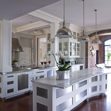 Traditional Kitchen by Vicente Burin Architects