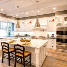 Traditional Kitchen by Wayne Ford Films