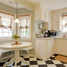 Traditional Kitchen by William Robbins/ GR&T Group of HER Realtors