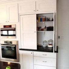 Traditional Kitchen by Paragon Kitchen & Bath Studio