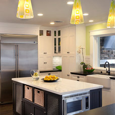 Traditional Kitchen by lisa franco