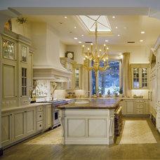 Traditional Kitchen by Nancy Moon (Beckony Kitchens & Bath)
