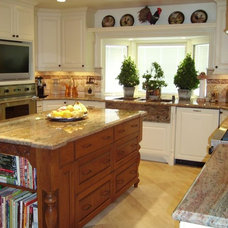 Traditional Kitchen by R & K kitchens and baths DBA kuttler kitchens