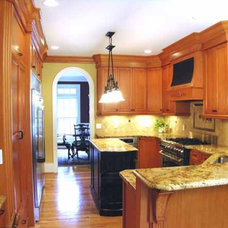 Traditional Kitchen by TRUE TO FORM DESIGN