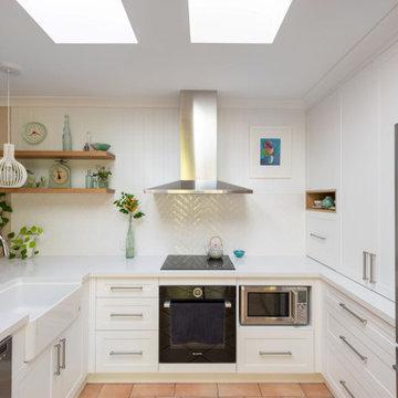 Traditional Light-Filled Arana Hills Kitchen