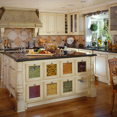 Traditional Kitchen by Martin Perri Interiors, Inc.