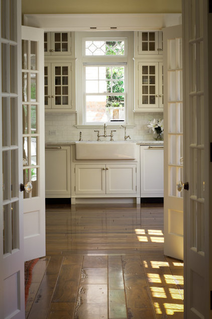 Traditional Kitchen by FGY Architects