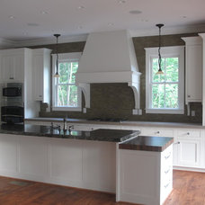 Farmhouse Kitchen by Fowler Custom Homes, Inc.