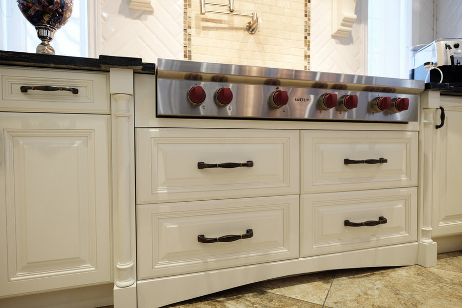 Traditional white kitchen with lasting appeal