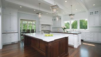 Traditional White/Walnut Kitchen
