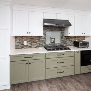 Large traditional eat-in kitchen designs - Eat-in kitchen - large traditional u-shaped vinyl floor and gray floor eat-in kitchen idea in Boston with a single-bowl sink, shaker cabinets, white cabinets, quartz countertops, multicolored backsplash, glass sheet backsplash, stainless steel appliances, a peninsula and white countertops