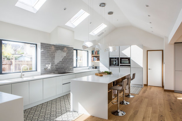 Contemporary Kitchen by HollandGreen Architecture & Interiors